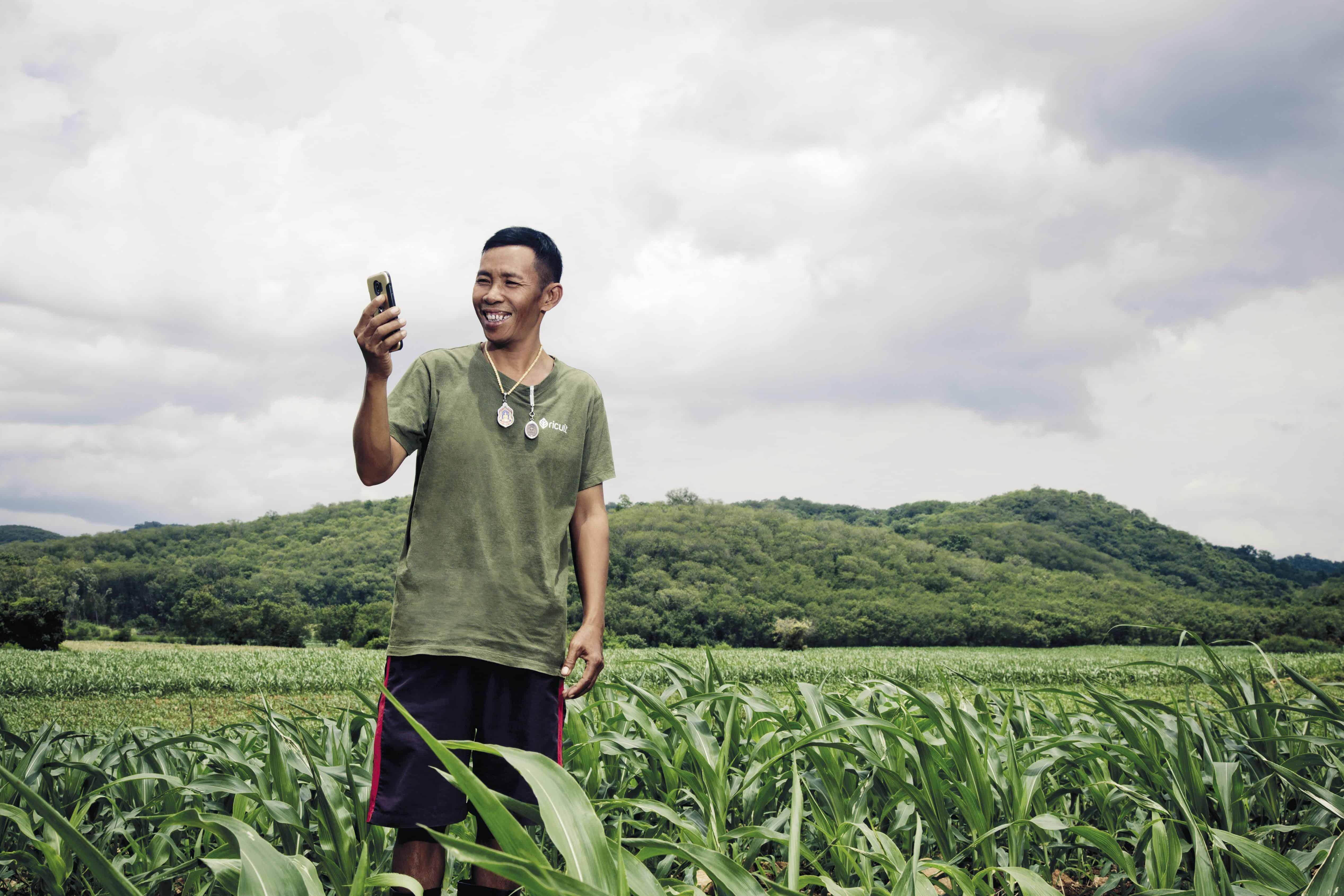 """ดีแทค จับมือ รีคัลท์ ร่วมคาดการณ์ปริมาณน้ำฝนให้เกษตรกรไทย หวังเอาชนะภัยแล้ง ผ่านแอปพลิเคชัน """"ฟาร์มแม่นยำ"""""""