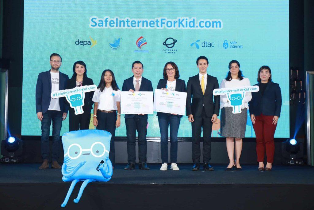 ดีแทคร่วมกับเทเลนอร์ กรุ๊ป และสำนักงานส่งเสริมเศรษฐกิจดิจิทัล (DEPA) นำเสนอแหล่งเรียนรู้ออนไลน์ SafeInternetForKid.com เพื่อช่วยเยาวชนรับมือกับความเสี่ยงบนโลกออนไลน์