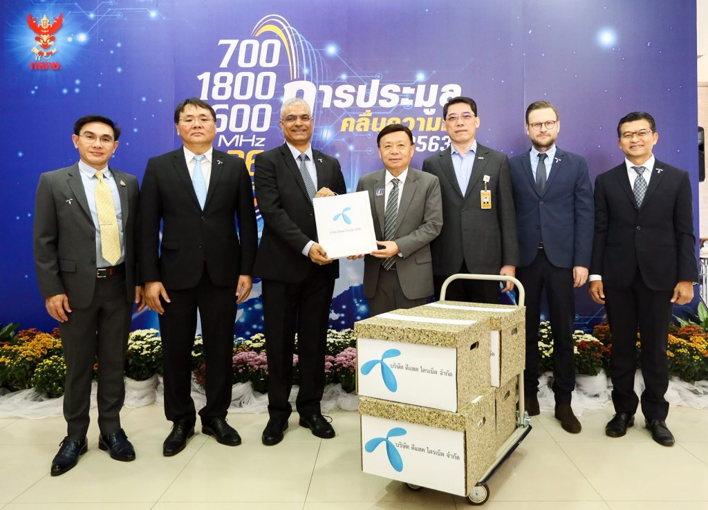 dtac CEO submits bid documents for upcoming spectrum auction