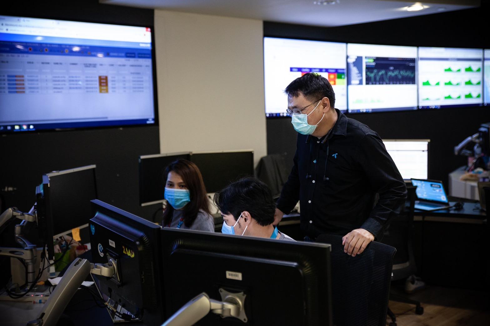 ดีแทคเกาะติดสถานการณ์โควิด-19 พร้อมประสานงาน กสทช. และหน่วยงานรัฐ เพิ่มสัญญาณอินเทอร์เน็ตความเร็วสูงสนับสนุนการปฏิบัติงาน