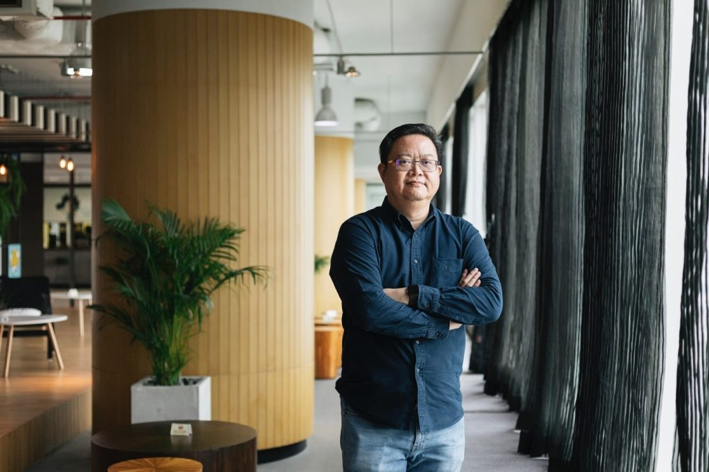 "IT device expert ""PeterGuang"" talks about the future of mobile phone, connected devices and tech war"