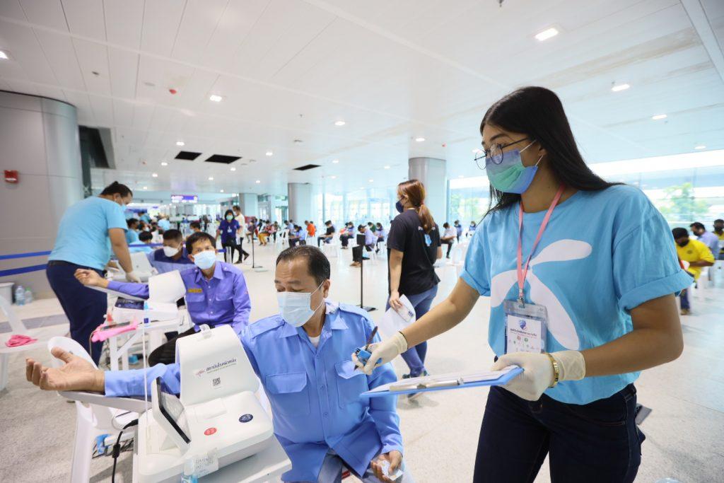 กระทรวงคมนาคม กระทรวงสาธารณสุข กสทช. พร้อมด้วย เอไอเอส ทรู ดีแทค และเอ็นทีประกาศความพร้อมในการเปิดให้ประชาชนเริ่มฉีดวัคซีน ณ ศูนย์ฉีดวัคซีนกลางบางซื่อ