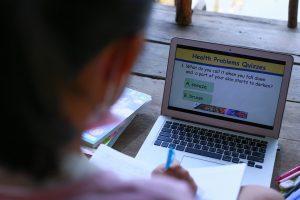 """""""ดีแทค"""" จับมือ """"กสศ."""" สนับสนุน 2,000 ซิมพร้อมอินเทอร์เน็ตแก่เด็กนักเรียนยากจนพิเศษในเขตกรุงเทพฯ"""
