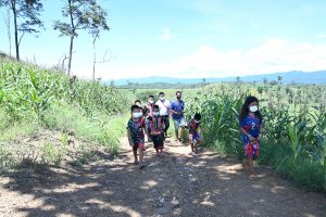 dtac breaks isolation of village in Lampang